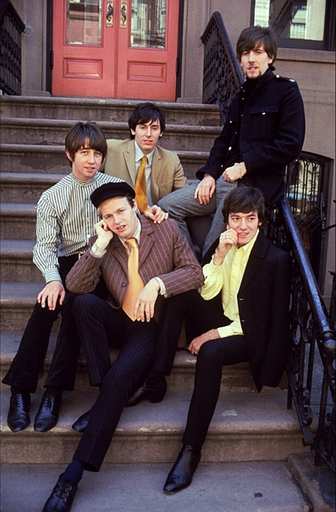 hollies in NYC(img.photobucket.com)
